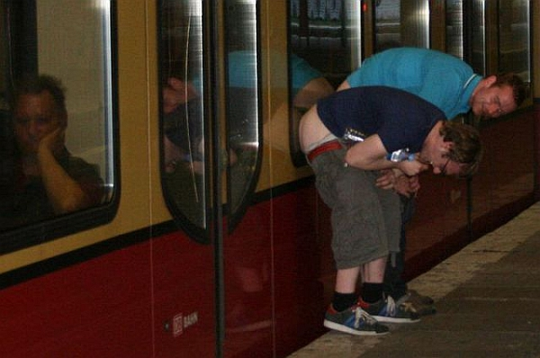mooning-in-subway