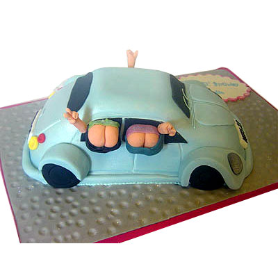 mooning-car-birthday-cake