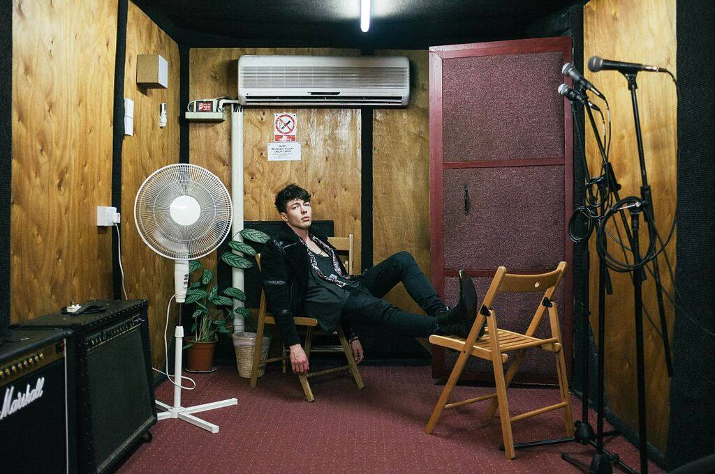 "Barns Courtney <br>""Glitter & Gold"""