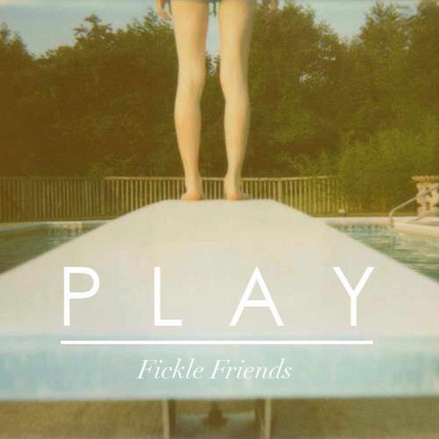 Fickle Friends – Play